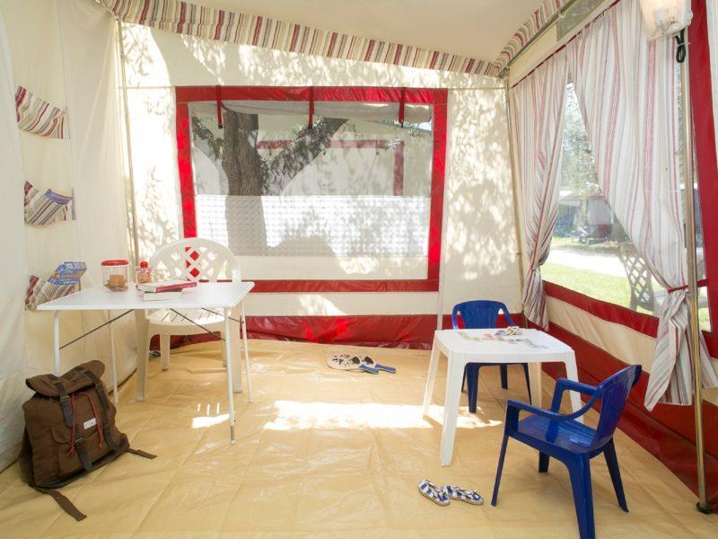 Accommodatie bungalowtent voortent