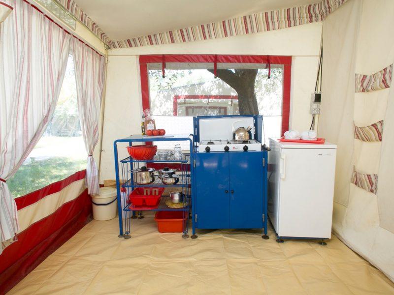 Accommodatie bungalowtent keuken