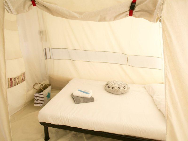 Accommodatie bungalowtent slaapvertrekken hoofdvertrek