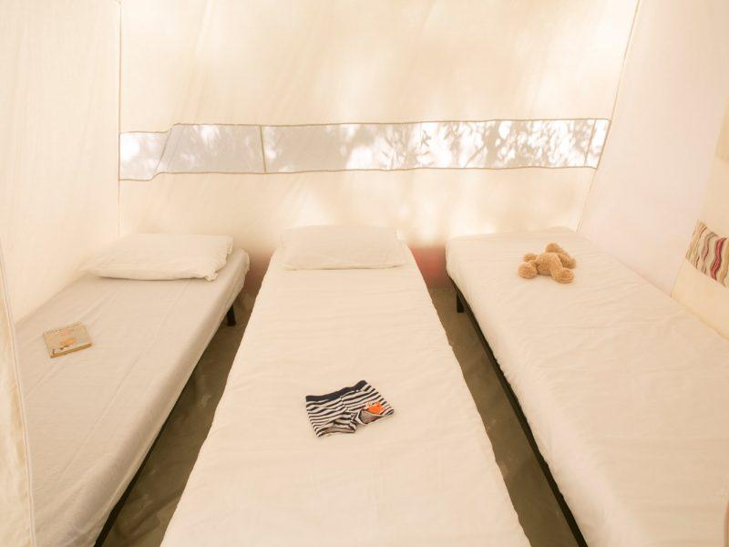 Accommodatie bungalowtent slaapvertrek kinderen