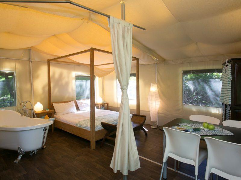 Accommodatie lodgesuite zitgedeelte slaapkamer
