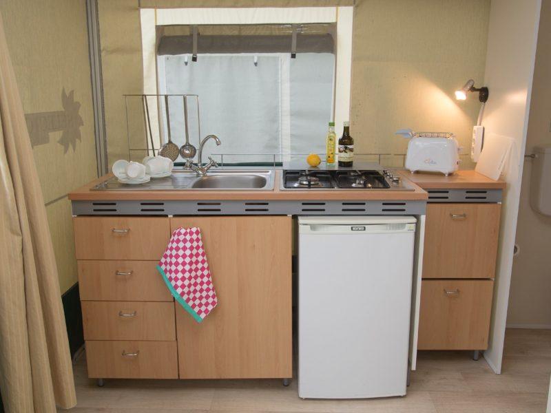 Accommodatie lodgetent keukenblok