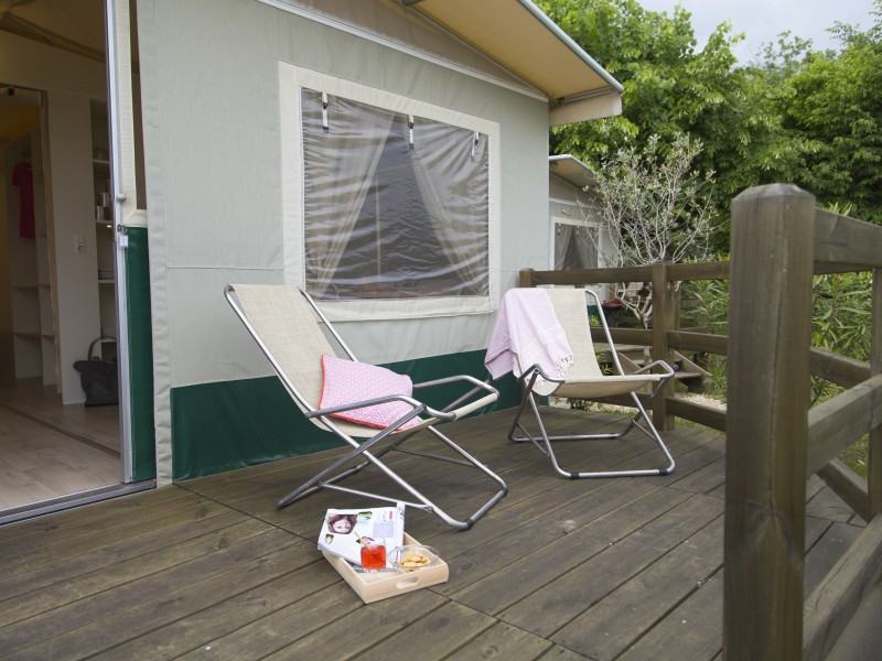 Accommodatie lodgetent veranda