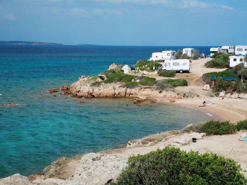 Centro Vacanze Isuledda baai strand zee