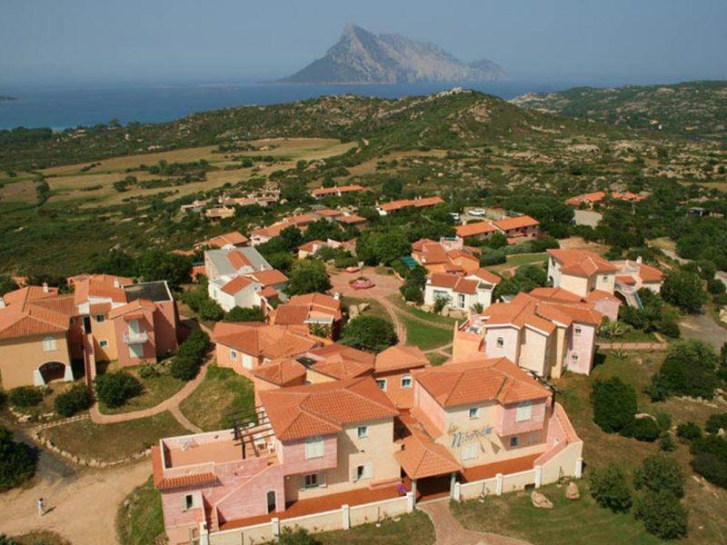 Residence Village Lu Nibareddu overzicht vakantiepark vakantiewoningen