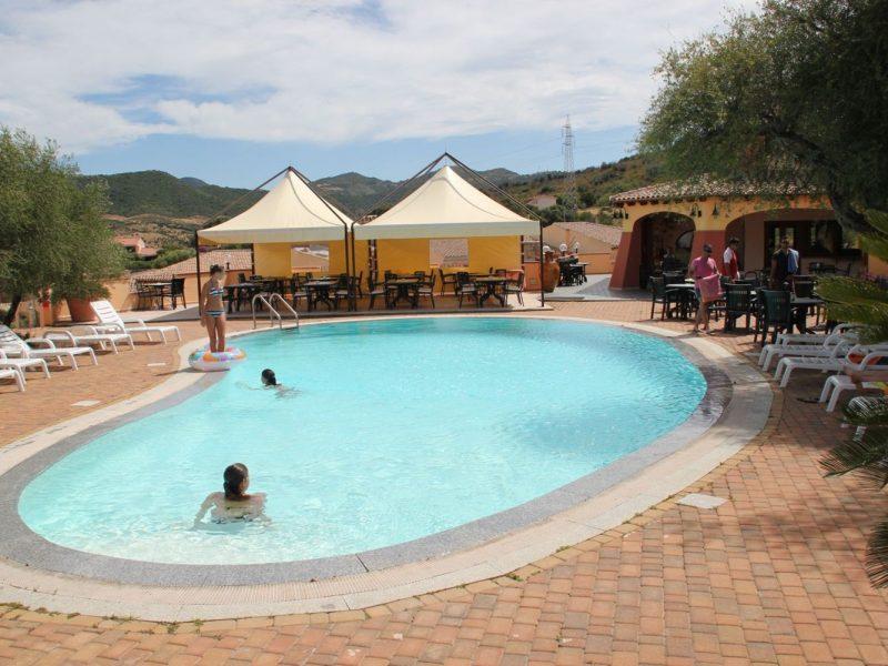 Residence Li Troni zwembad