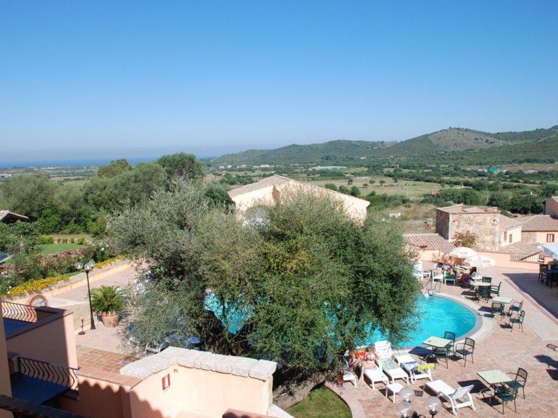 Residence Li Troni uitzicht op zwembad