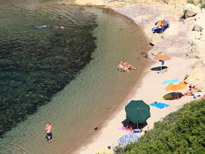 Bella Sardinia strand rotsen zee