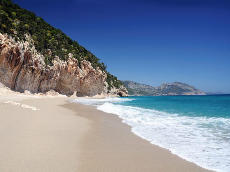 Sardinië strand zee rotsen