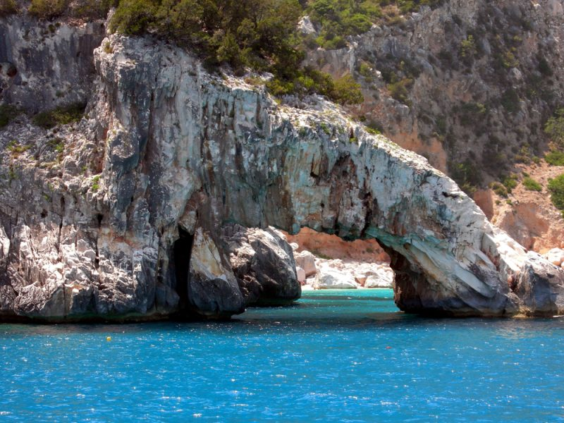 Sardinië zee rotsen