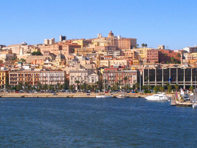 Sardinië kust stad