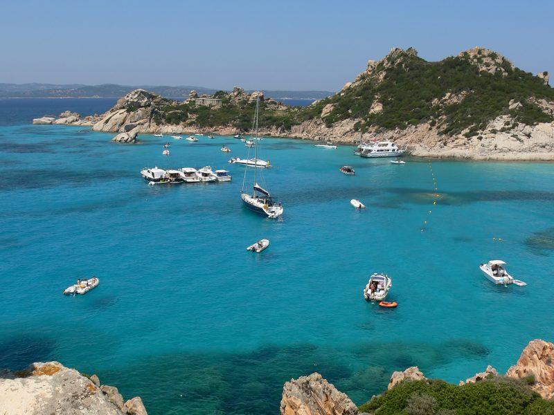 Sardinië baai boten zee