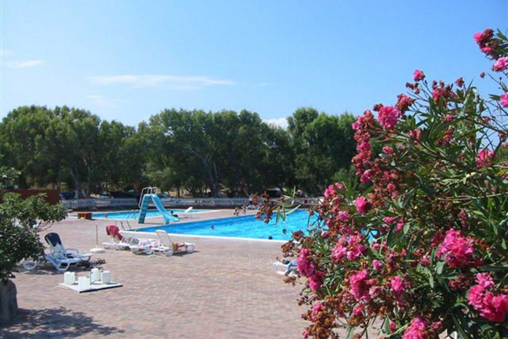La Foce zwembad bloemen