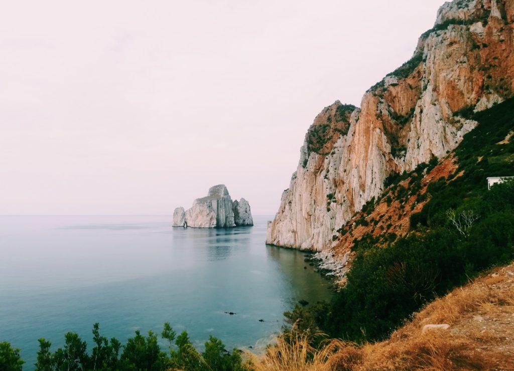 reisgids Sardinië kustlijn
